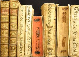 libros-antiguos-composicion-5